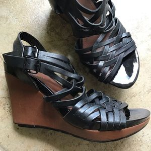 KENNETH COLE REACTION stud dare wedge sandals 7